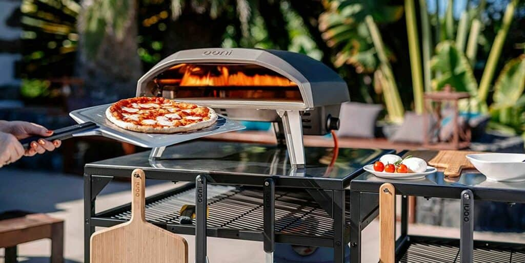Barbecue-top pizza ovens