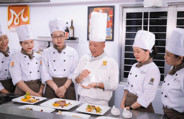 supervising chefs